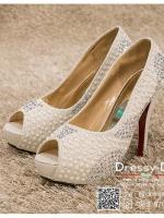 รหัส รองเท้าไปงาน : RR002 รองเท้าเจ้าสาวสีขาว พร้อมส่ง ตกแต่งมุขและกริตเตอร์ สวยสง่าดูดีแบบเจ้าหญิง ใส่เป็นรองเท้าคู่กับชุดเจ้าสาว ชุดแต่งงาน ชุดงานหมั้น หรือ ใส่เป็นรองเท้าออกงาน กลางวัน กลางคืน สวยสง่าดูดีมากคะ ราคาถูกกว่าห้างเยอะ