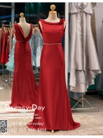 รหัส ชุดราตรียาว :PF003-1 ชุดราตรียาว เดรสออกงาน ชุดไปงานแต่งงาน ชุดแซก สีแดง ประดับไหล่เป็นดอกกุหราบ โชว์หลัง มีสายประดับสวยๆ ที่ด้านหลัง เรียบหรูมากๆ เหมาะสำหรับงานแต่งงาน งานกลางคืน กาล่าดินเนอร์