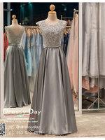 รหัส ชุดราตรียาว :PF002-3 ชุดราตรียาว เดรสออกงาน ชุดไปงานแต่งงาน ชุดแซก สีเทา สวยด้วยลูกไม้ด้านบนและเรียบหรูด้วยผ้าซาติน