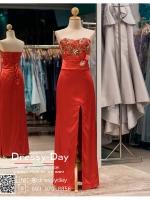 รหัส ชุดราตรี : BB003 ชุดแซกเกาะอกเข้ารูป ชุดราตรียาวตกแต่งดอกไม้ช่วงอกสวยหรู สีแดง ผ้าซาตินสวย งานดี