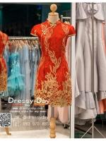 รหัส ชุดกี่เพ้า : KPS007 ชุดกี่เพ้าประยุกต์สีแดงปักดอกไม้ไหมสีทองอย่างสวยหรู ชุดกี่เพ้าสวยๆ แบบสั้นกุ๊นขอบผ้า สวยๆ คัตติ้งเป๊ะมาก ใส่ออกงาน ไปงานแต่งงาน ใส่เป็นชุดพิธีกร ชุดเพื่อนเจ้าสาว ชุดถ่ายพรีเวดดิ้ง ชุดยกน้ำชา หรือ ใส่ ชุดกี่เพ้าแต่งงาน สวยมากๆ