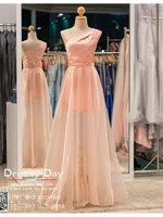 รหัส ชุดราตรียาว :PF039ชุดราตรีไหล่เฉียง สีชมพู ชุดไปงานแต่งประดับ เหมาะใส่ออกงานแต่งงาน งานกลางวัน กลางคืน