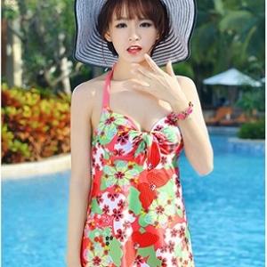 ชุดว่ายน้ำ ไซส์ xxl ลายดอกไม้ สีแดง ใส่ได้ตั้งแต่รอบอก 36-40เอว 28-34สะโพก36-40 นิ้วค่ะ ไม่แยกชิ้นเสื้อกันกางเกงนะคะ