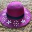 หมวกปีกกว้าง หมวกเที่ยวทะเล หมวกผ้าวูล สีม่วง แต่งลายดอกไม้ขาวรอบปีก thumbnail 2