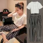 สินค้าพร้อมส่งค่ะ) ชุดเซ็ทแฟชั่นเกาหลี เสื้อคอกลม แขนสั้น เอวลอย ลำตัวกว้าง ผ้า cotton+กางเกงขายาว ลายเส้น สไตล์ Classic – สี ขาว