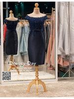 รหัส ชุดราตรี :PFS030 ชุดแซกผ้าลูกไม้ประดับเลื่อม ปาดไหล่สวยเก๋ ชุดราตรีสั้นหรู สีน้ำเงิน คาดเข็มขัดโบว์ช่วงเอว สวย สง่า ดูดีแบบเจ้าหญิง ใส่ไปงานแต่งงาน งานกาล่าดินเนอร์ งานเลี้ยง งานพรอม งานรับกระบี่
