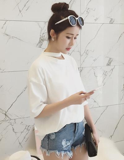 เสื้อยืดแฟชั่นคอกลม แขนสั้น ดีไซน์แต่งสายคล้องคอ-1492-สีขาว