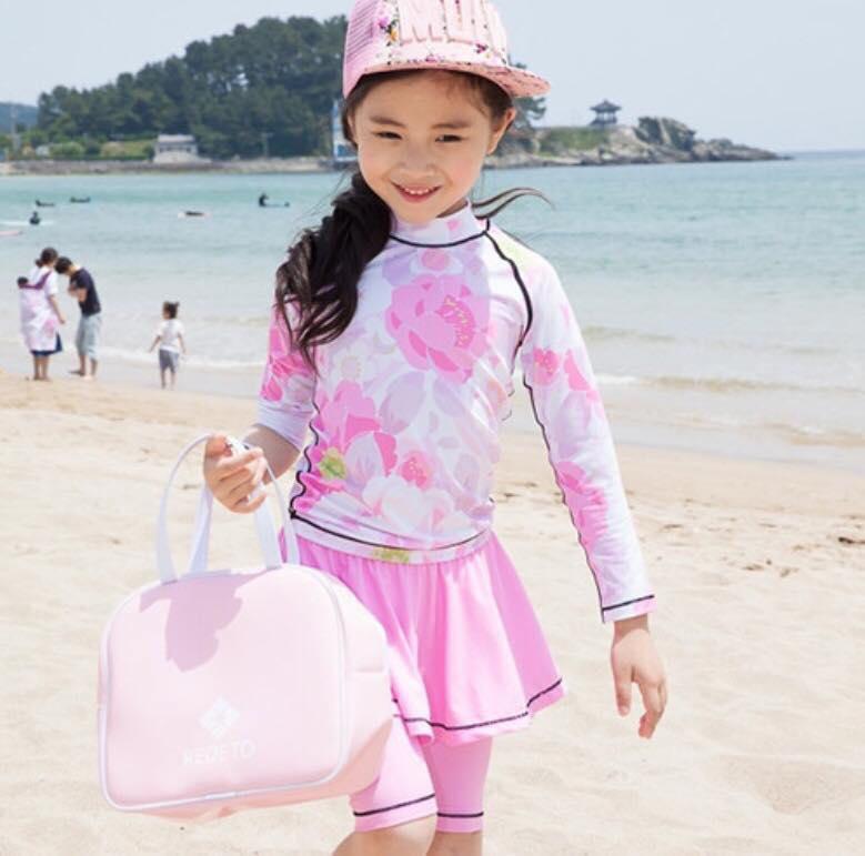 ชุดว่ายน้ำเซ็ต แขนยาว+กางเกงสามส่วนลายดอกสีชมพู