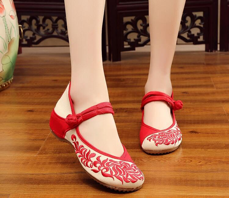 รองเท้าจีน ลายใบใผ่ สีแดง ไซส์ใหญ่