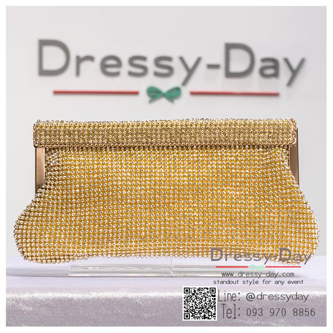 กระเป๋าออกงานพร้อ TE046 : กระเป๋าออกงานพร้อมส่ง สีทอง กระเป๋าคลัชตกแต่งเพชรทั้งใบสวยหรูมากค่ะ ใบยาวใส่ไอโฟนได้ ราคาถูกกว่าห้าง ถือออกงาน หรือ สะพายออกงาน น่ารักที่สุด
