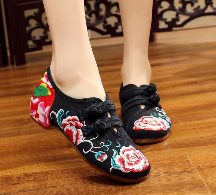 รองเท้าจีน สีดำดอกไม้สายคาดกลาง