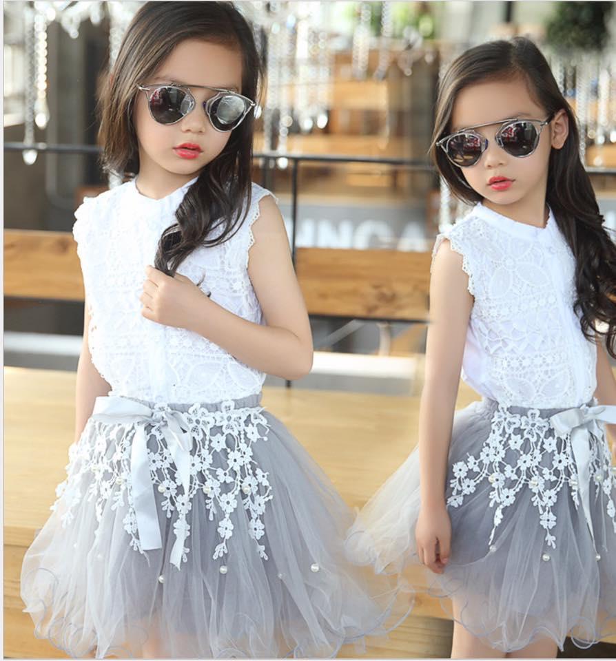 เซ็ตเสื้อสีขาว+กระโปรงสีเทา