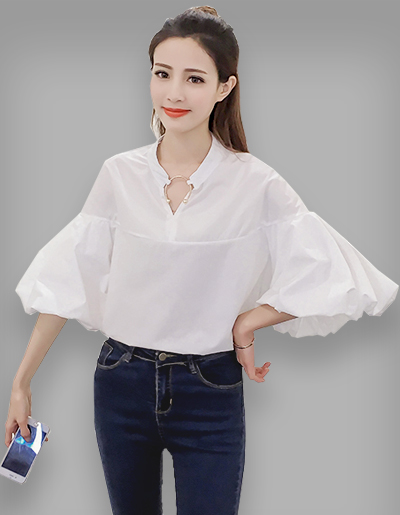 เสื้อแฟชั่นคอวี แขนดีไซน์พองๆ ใส่ห่วงคอเสื้อสุดเก๋-1595-สีขาว