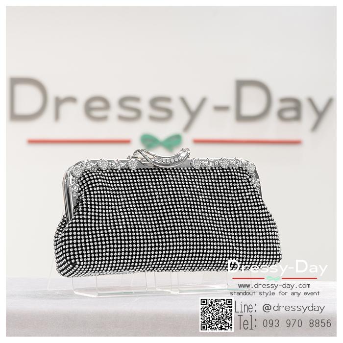 กระเป๋าออกงานพร้อ TE047 : กระเป๋าออกงานพร้อมส่ง สีดำ กระเป๋าคลัชตกแต่งเพชรทั้งใบสวยหรูมากค่ะ ใบยาวใส่ไอโฟนได้ ราคาถูกกว่าห้าง ถือออกงาน หรือ สะพายออกงาน น่ารักที่สุด