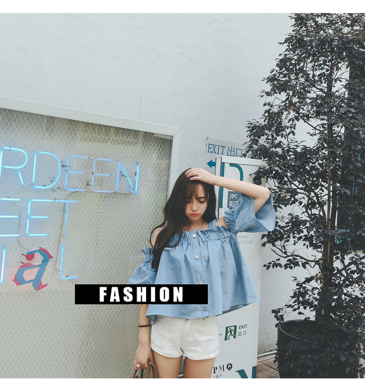 เสื้อแฟชั่นสายเส้นใหญ่ช่วงไหล่แต่งยางยืดช่วงบน ติดกระดุมหน้าโลหะสีเงิน 4เม็ด ใส่เที่ยว หรือลำลอง สวยหวานน่ารักสไตล์เกาหลี