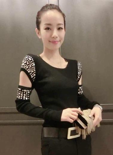เสื้อยึดแฟชั่นแขนยาวไหมพรมแต่งไหล่สไตล์เรทโทร-1440-สีดำ