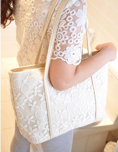 กระเป๋าแฟชั่น แต่งผ้าลูกไม้ งานสวยหวานเรียบหรู -B026-สีขาวงาช้าง