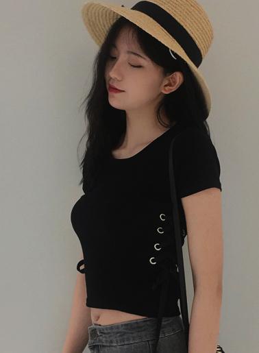 เสื้อครอปแฟชั่นคอกลมแต่งเก๋ช่วงข้างลำตัวใส่เชือกรอยห่วงสวยเก๋สไตล์เกาหลี รหัส 1673-สีดำ