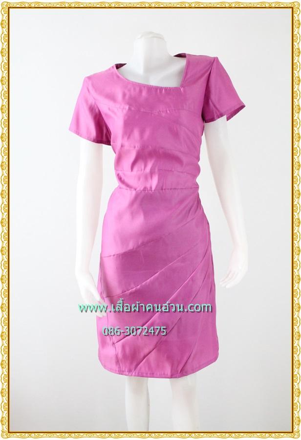 3133เสื้อผ้าคนอ้วน ชุดออกงานสีกลีบบัวผ้าซาติน โชว์ลวดลายด้วยการต่อผ้า10ชิ้นชุดทรงตรง สวมใส่พอดีตัว คลุมยาวมีซับใน