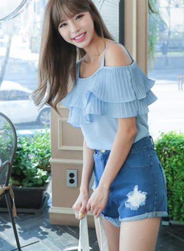 เสื้อแฟชั่น สายเดี่ยวแต่งอกระบายสวยหวานสไตล์เกาหลี รหัส 1580-สีฟ้าน้ำทะเล
