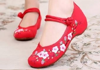 รองเท้าจีน สีแดง ลายซากุระ