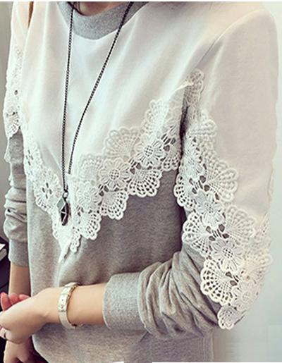 เสื้อแฟชั่นผู้หญิงสองสีแขนยาว คอกลม แต่งลูกไม้ตามแบบ รหัส 1435-ขาวเทา