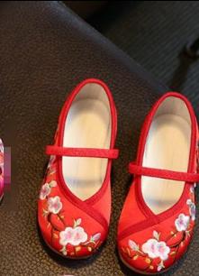 รองเท้าจีนเด็ก สีแดงA**สินค้าเข้า 5/2/17