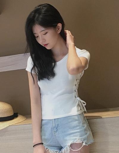 เสื้อครอปแฟชั่นคอกลมแต่งเก๋ช่วงข้างลำตัวใส่เชือกรอยห่วงสวยเก๋สไตล์เกาหลี รหัส 1673-สีขาว
