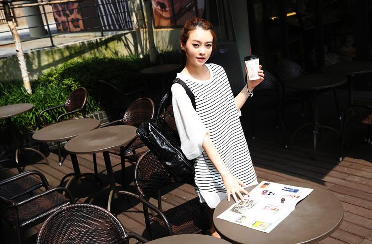 เสื้อยืดแฟชั่นเกาหลี เสื้อยืดทรงปีกค้างคาวลายริ้ว ผ้าคอตตอลผสมแขนเสื้อชีฟอง สวมใส่สบายฝุดๆ เก๋มากๆจ้า