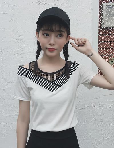 เสื้อแฟชั่นคอวีแขนสั้น แต่งผ้าตาข่ายดูคล้ายเสื้อมีสองชั้นสวยน่ารักสไตล์เกาหลี-1621-สีขาว