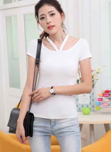 เสื้อยืดแฟชั่น คอกว้างแขนสั้น ดีเทลแต่งคล้องคอตัววี-1480-สีขาว