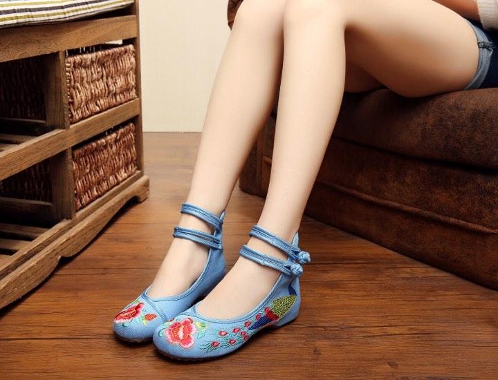 รองเท้าจีน ลายนกยูงสีฟ้าคาดข้อคู่ ไซส์ใหญ่