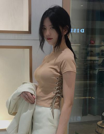 เสื้อครอปแฟชั่นคอกลมแต่งเก๋ช่วงข้างลำตัวใส่เชือกรอยห่วงสวยเก๋สไตล์เกาหลี-1673-สีกากี