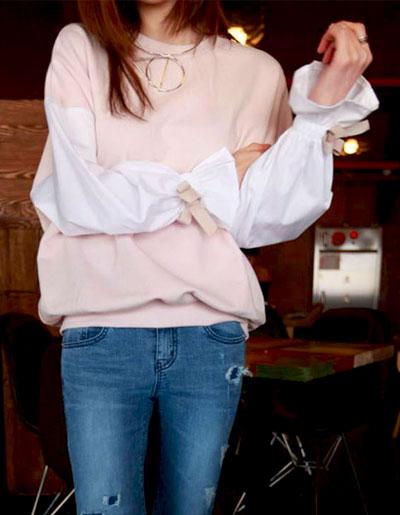 เสื้อแฟชั่นคอกลมสีชมพูนม ต่อแขนสีขาวปลายแขนติดโบว์ดูน่ารักสไตล์เกาหลี รหัส 1738