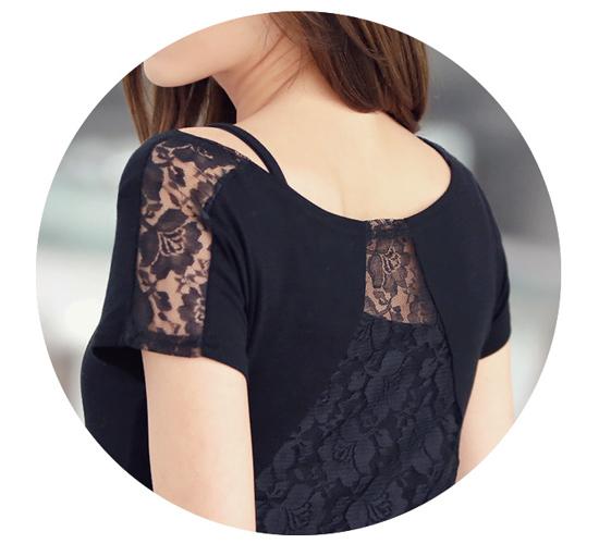 เสื้อแฟชั่นหางปลา สีดำ ต่อผ้าลูกไม้ด้านหลังและแขนเสื้อ เนื้อผ้าส่วนหน้าเป็นผ้าคอตตอลผสมผ้ายืด สวมใส่สบายไม่ร้อน ใส่ไปเที่ยว ไปงานใหนๆก็สวยจร้า