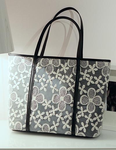 กระเป๋าแฟชั่น แต่งผ้าลูกไม้ งานสวยหวานเรียบหรู รหัส B026-สีดำ