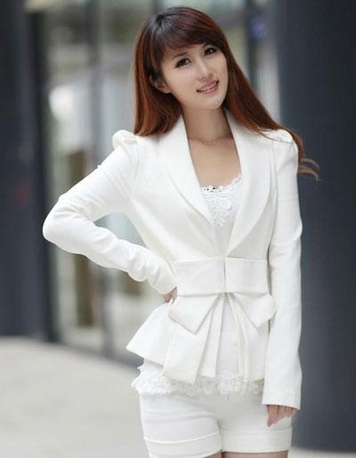 เสื้อสูทผู้หญิงสีขาวใหล่ตุ๊กตา ใส่ทำงาน สไตล์หวานๆ มี 4 ไซส S/M/L/XL รหัส 1809
