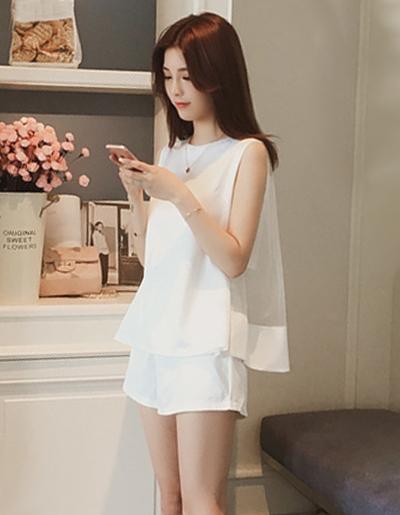 ชุดเซ็ทเสื้อ กางเกงขาสั้น แต่งซีทรูสวยหรูสไตล์เกาหลี รหัส 1663-สีขาว
