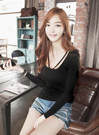 เสื้อยืดแฟชั่นคอกลม แขนยาว แต่งสายคล้องคอ-1438-สีดำ