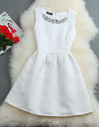 ชุดเดรสออกงาน แถมสร้อยคอแบบสวยหรูด้วยลวดลายในผ้า-1300-สีขาว