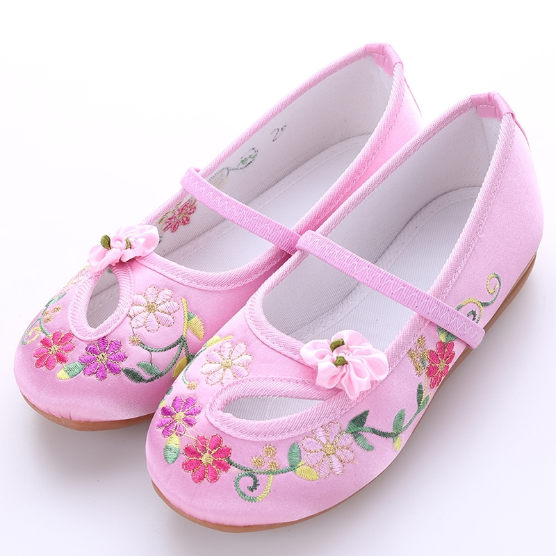 รองเท้าจีนแบบเว้า ลายดอกสีสีชมพูอ่อน