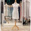รหัส ชุดกี่เพ้า :KPS043 ชุดกี่เพ้าพร้อมส่ง มีชุดกี่เพ้าคนอ้วน แบบสั้น สีขาว ผ้าลูกไม้ คัตติ้งเป๊ะมาก ใส่ออกงาน ไปงานแต่งงาน ใส่เป็นชุดพิธีกร ชุดเพื่อนเจ้าสาว ชุดถ่ายพรีเวดดิ้ง ชุดยกน้ำชา หรือ ใส่ ชุดกี่เพ้าแต่งงาน สวยมากๆ ค่ะ