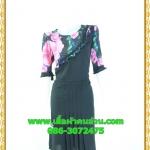 2553ชุดแซกทำงานดำแต่งลาย เสื้อผ้าคนอ้วนคอกลมสีดำแต่งระบายโค้งด้านหน้าพร้อมแขนลายดอกไม้สวมใส่ออกงานสุดเนี๊ยบ