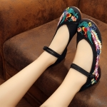 รองเท้าจีน สีดำลายนกยูง