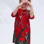 ชุดเด็ก : เดรสแขนสามส่วนสีแดงลายดอกลิลลี่ สีแดง