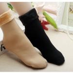 ถุงเท้ากันหนาว บุขนแกะ มี 2 สี