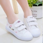 รองเท้าผ้าใบ แมว สีขาว