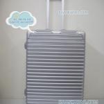 กระเป๋าเดินทางแบบคลิปล็อค fiber+abs ไซส์ 24 นิ้ว ลายเส้นนอน สีเทาเงิน ส่งฟรี