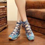 รองเท้าจีน ลายดอกสีน้ำเงินผูกเชือก
