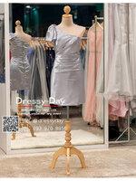 รหัส ชุดราตรีสั้น :PF140 ชุดราตรีสั้นผ้าซาติน เดรสออกงานไหล่เฉียง ชุดไปงานแต่งงานสีเทา ชุดแซกงานสวยมาก แบบประดับโบว์เพิ่มความน่ารัก